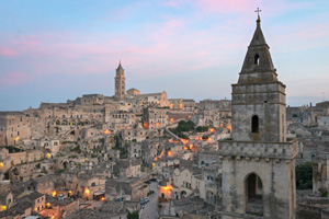 https://www.silverjet.nl/content/images/content/Thumb 300x200 Matera Sasso Barisano at twiligh shutterstock_530400496.jpg