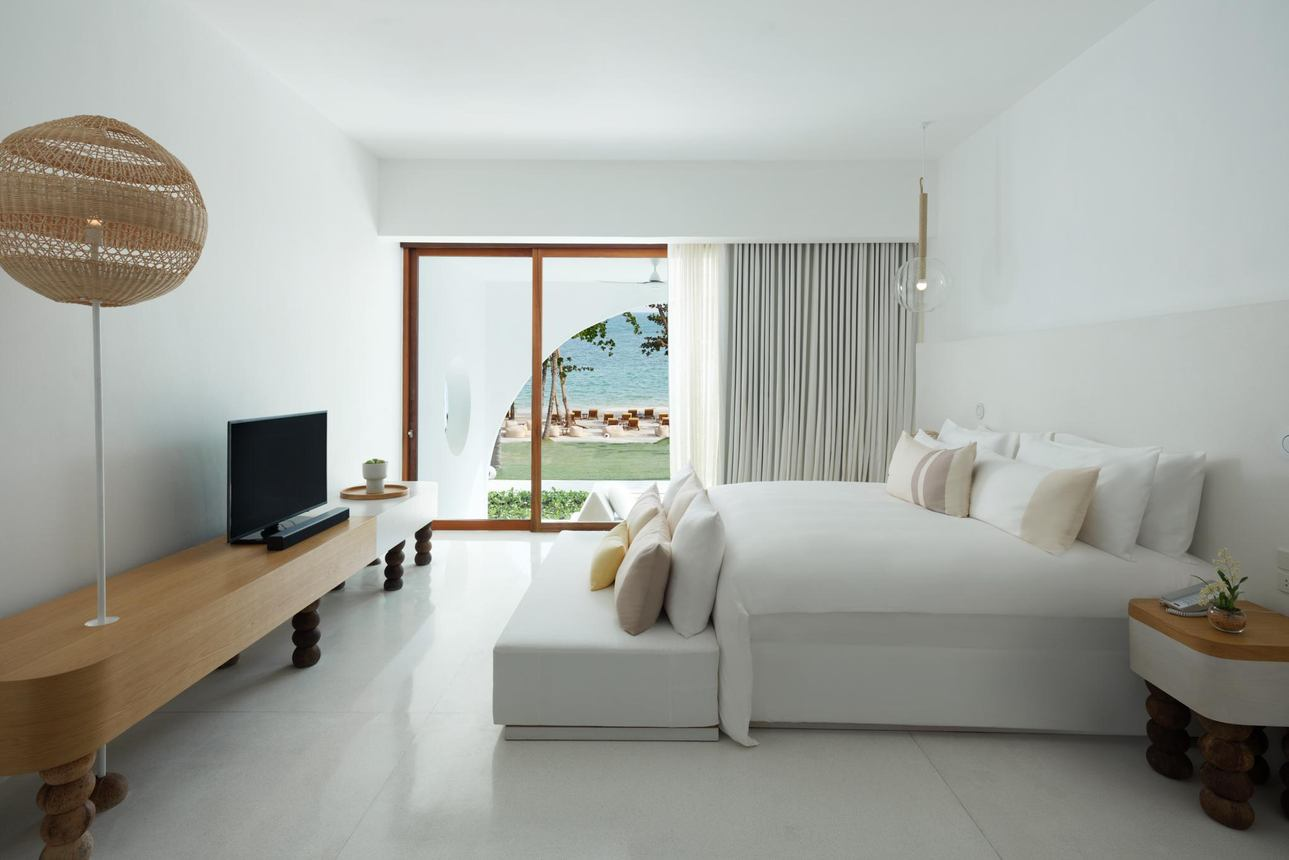 Oceanfront Garden Pool Suite