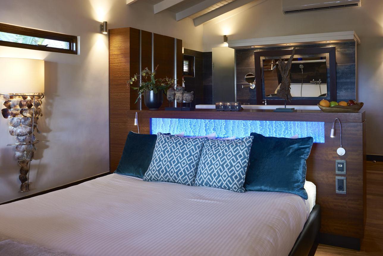 Honeymoon Jacuzzi Suite
