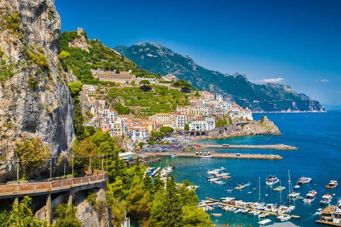 https://www.silverjet.nl/content/photos/res-1096156523-res-1045185071-041393950-Amalfi_coast_III.jpg
