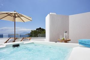 Club Junior Suite Outdoor Jacuzzi Seafront