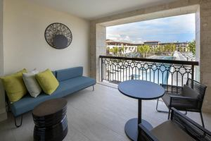Adults Only Corner Junior Pool Suite