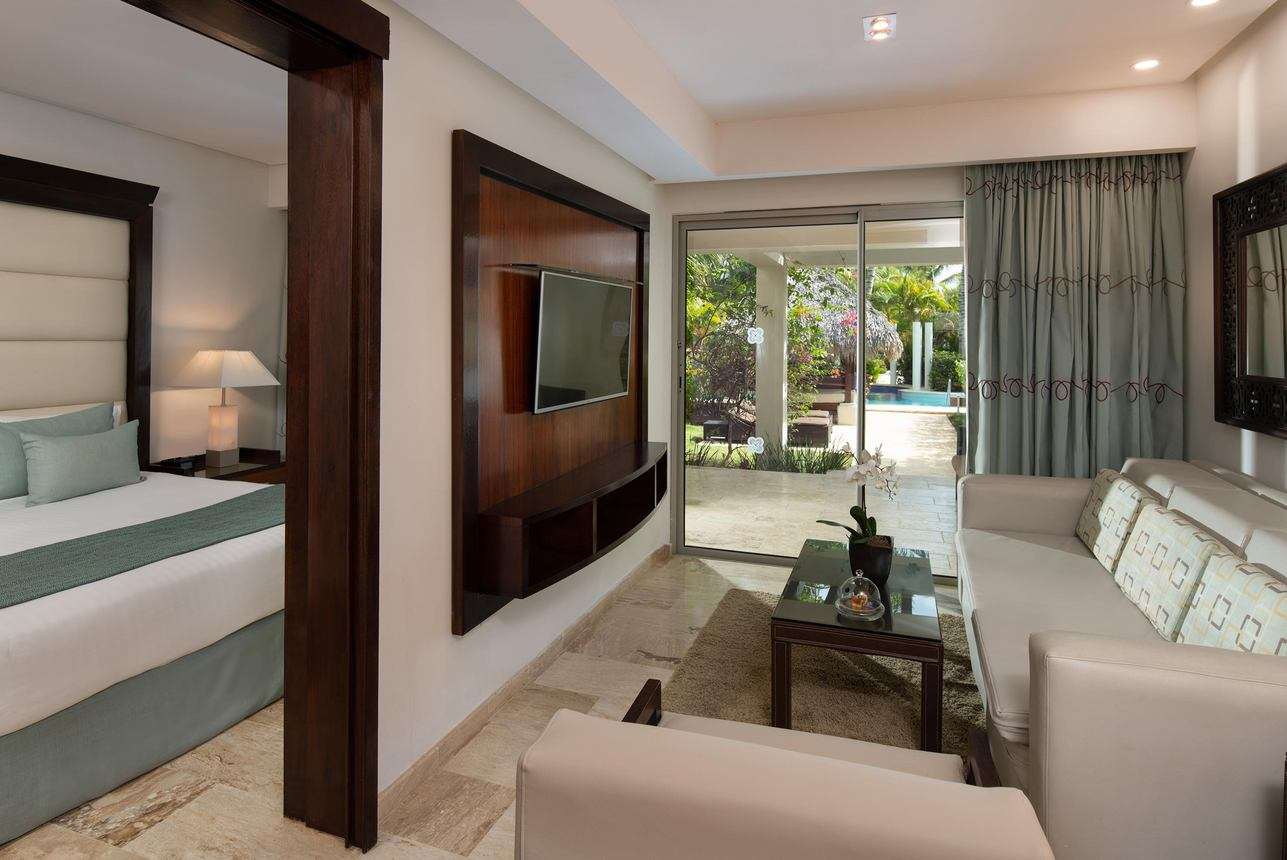 The Reserve Deluxe Swim Up Suite