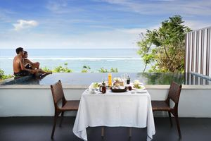 Ocean Front Honeymoon Pool Suite