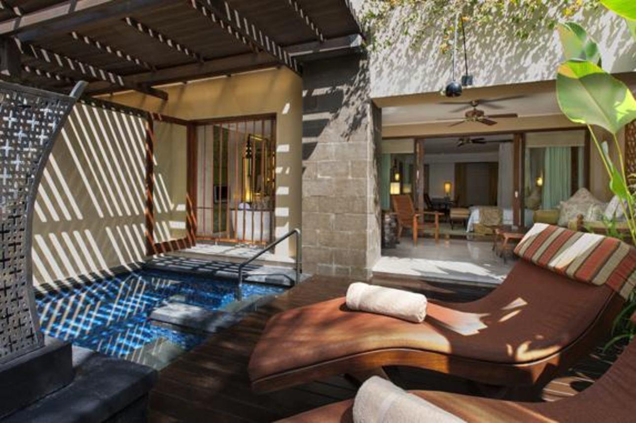 St. Regis Pool Suite