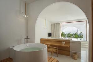 Oceanfront Pool Suite