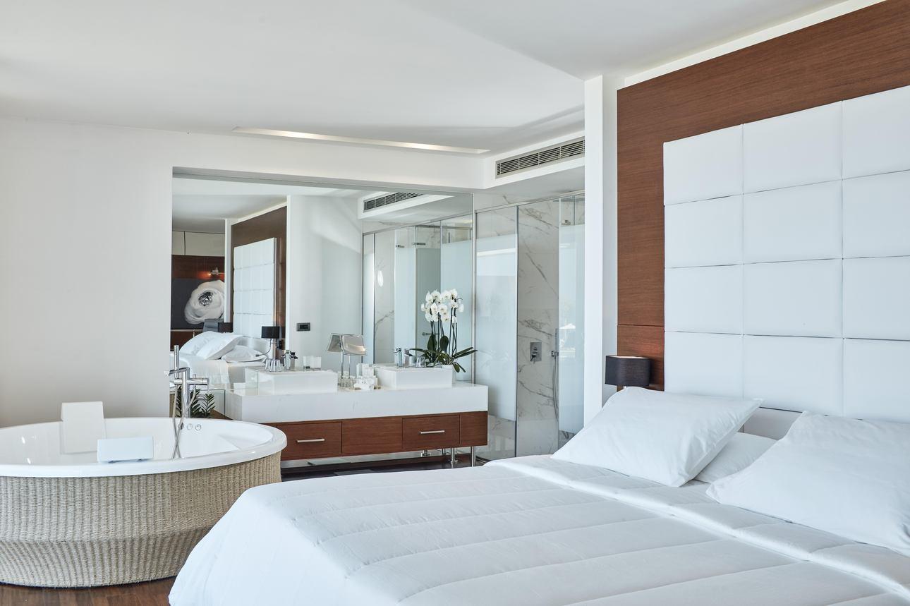 Royal Grand Pool Suite