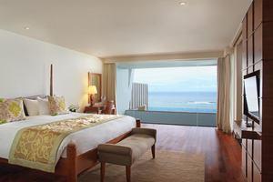Ocean Front Pool Suite