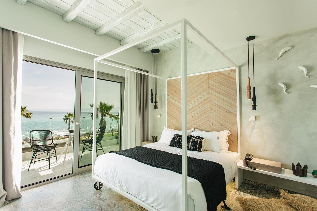 Deluxe Suite indoor jacuzzi
