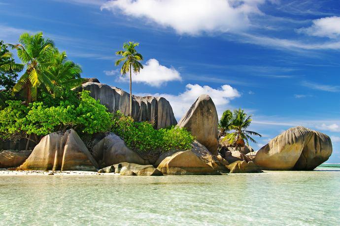 https://www.silverjet.nl/content/photos/res-286267307-res-686429703-52717303-Seychellen_island.jpg