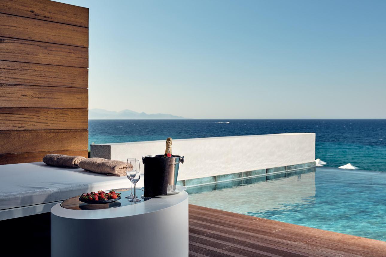 Honeymoon Pool Suite