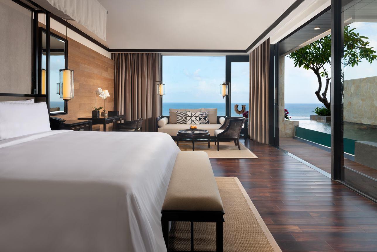 Cliff Junior Ocean Pool Suite