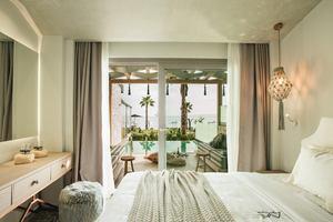 Blue Carpet Pool Suite