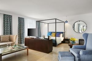 Grand Pool Suite Sea Front