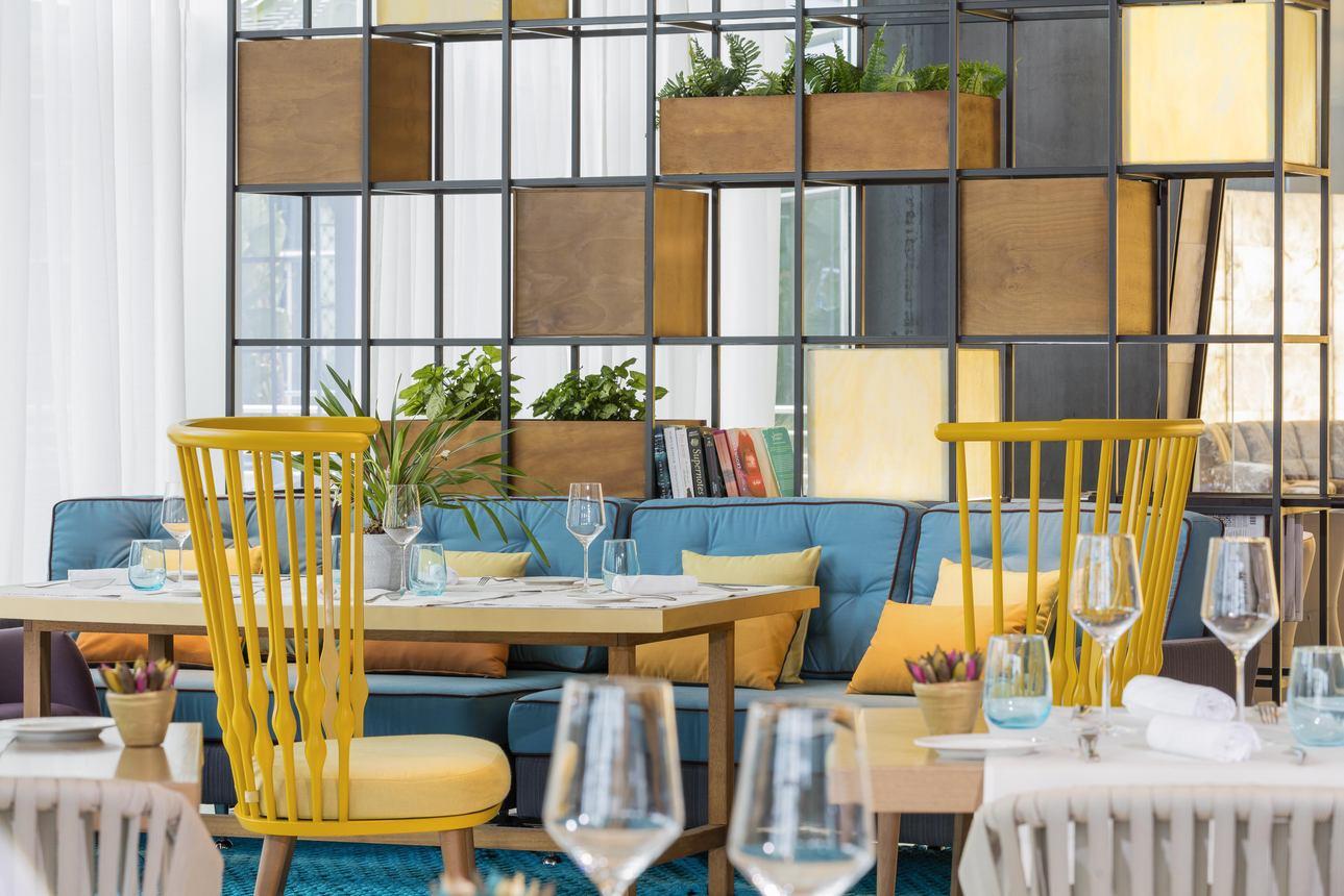 Restaurants/Cafes