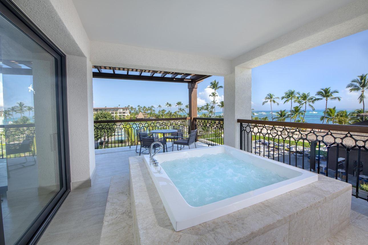Unique Corner One Bedroom Suite Ocean