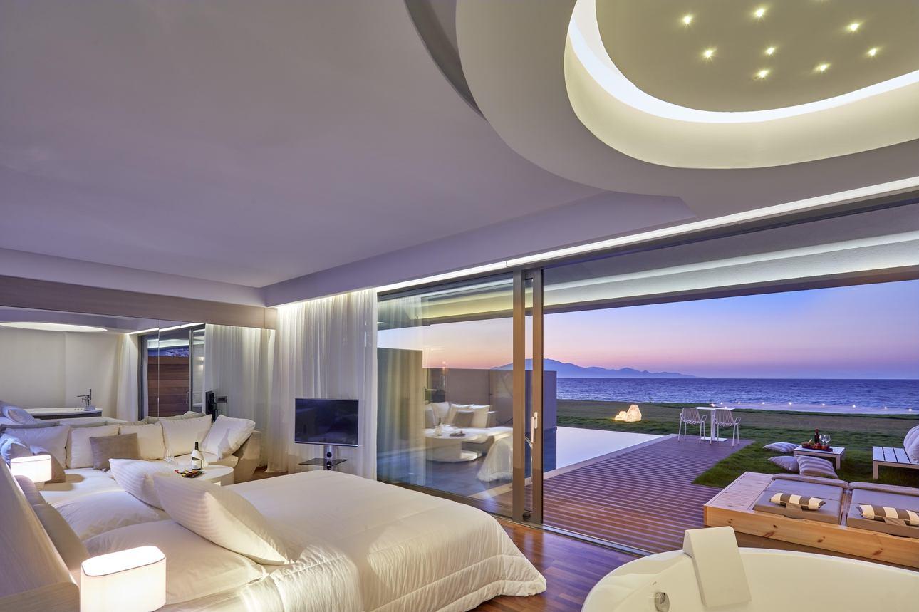 Deluxe Pool Suite