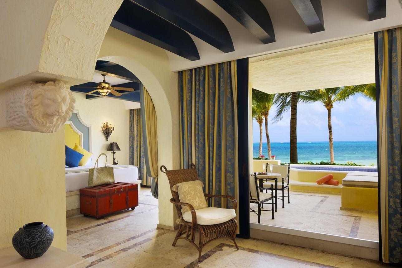 Romance Ocean Front Suite met Plungepool