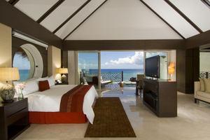 Ambassador Pool Suite
